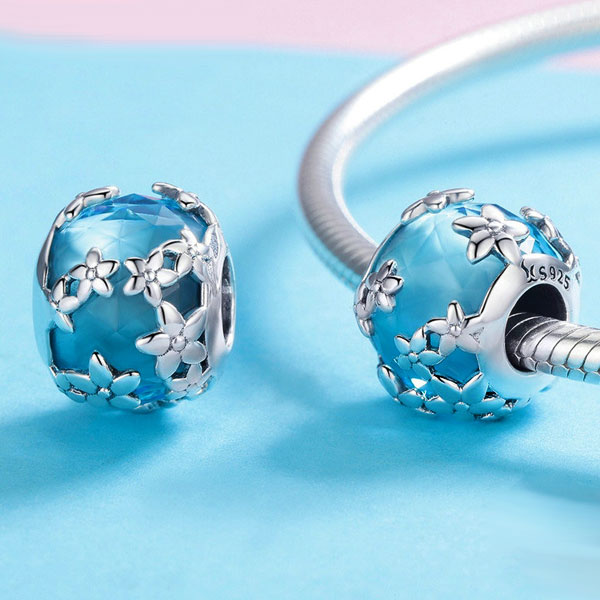 Shimmering Silver Daisies Charm
